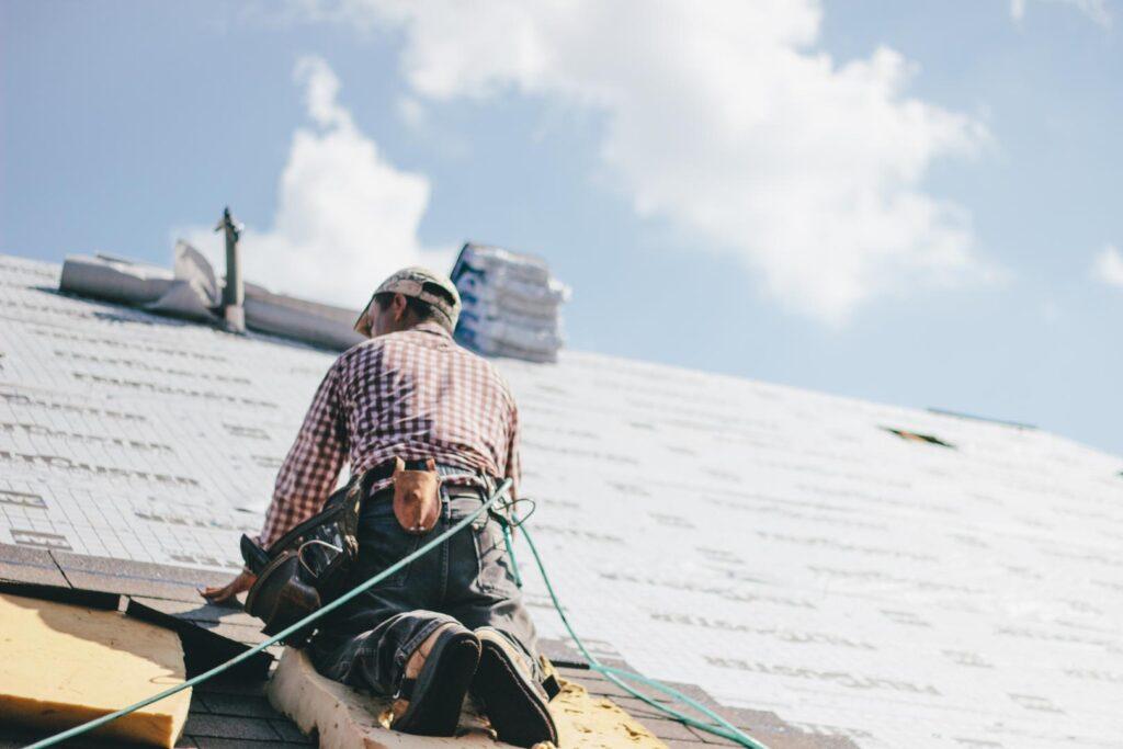 Dachdecker-bei-der-Arbeit